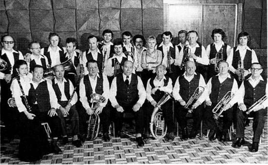 1ac127c2a2 ... jobb oldali kép: Házaspár Fallenbüchel Györgyné, született Pink Mária  és Fallenbüchel György, az esküvő után. 1943-as felvétel