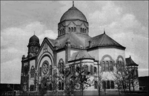 26 kilométerre volt egy gyönyörű zsinagóga, de lebontották, hogy pártszékházat építsenek a helyére